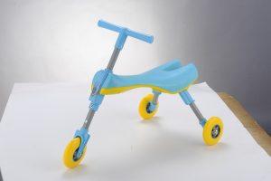 SCUTTLEBUG – Triciclo Pieghevole Azzurro