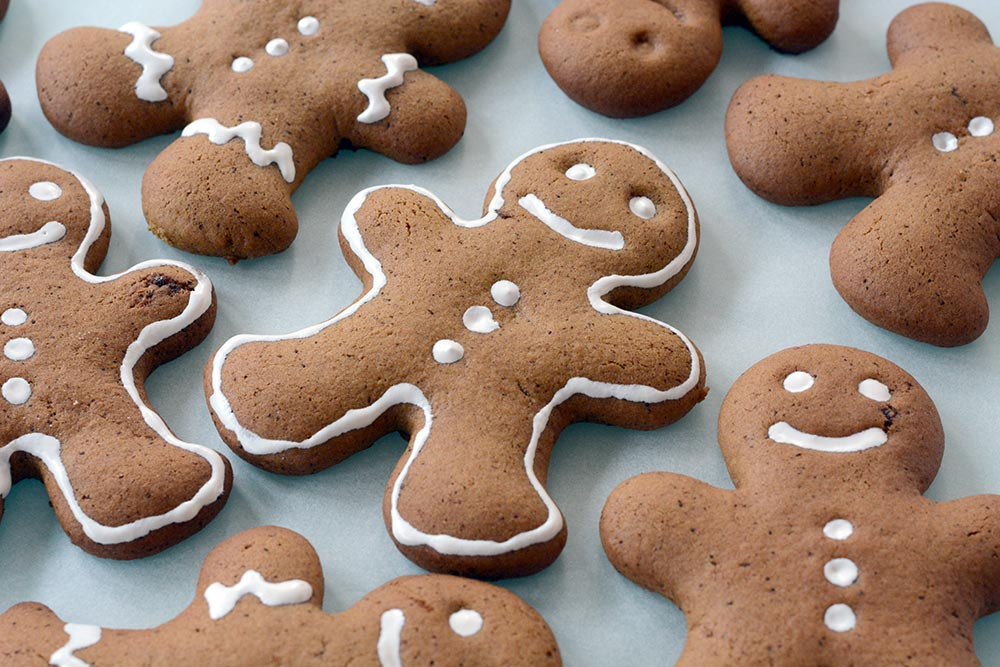 Biscotti Allo Zenzero Di Natale.La Ricetta Del Pan Di Zenzero Ed E Subito Natale La Bottega