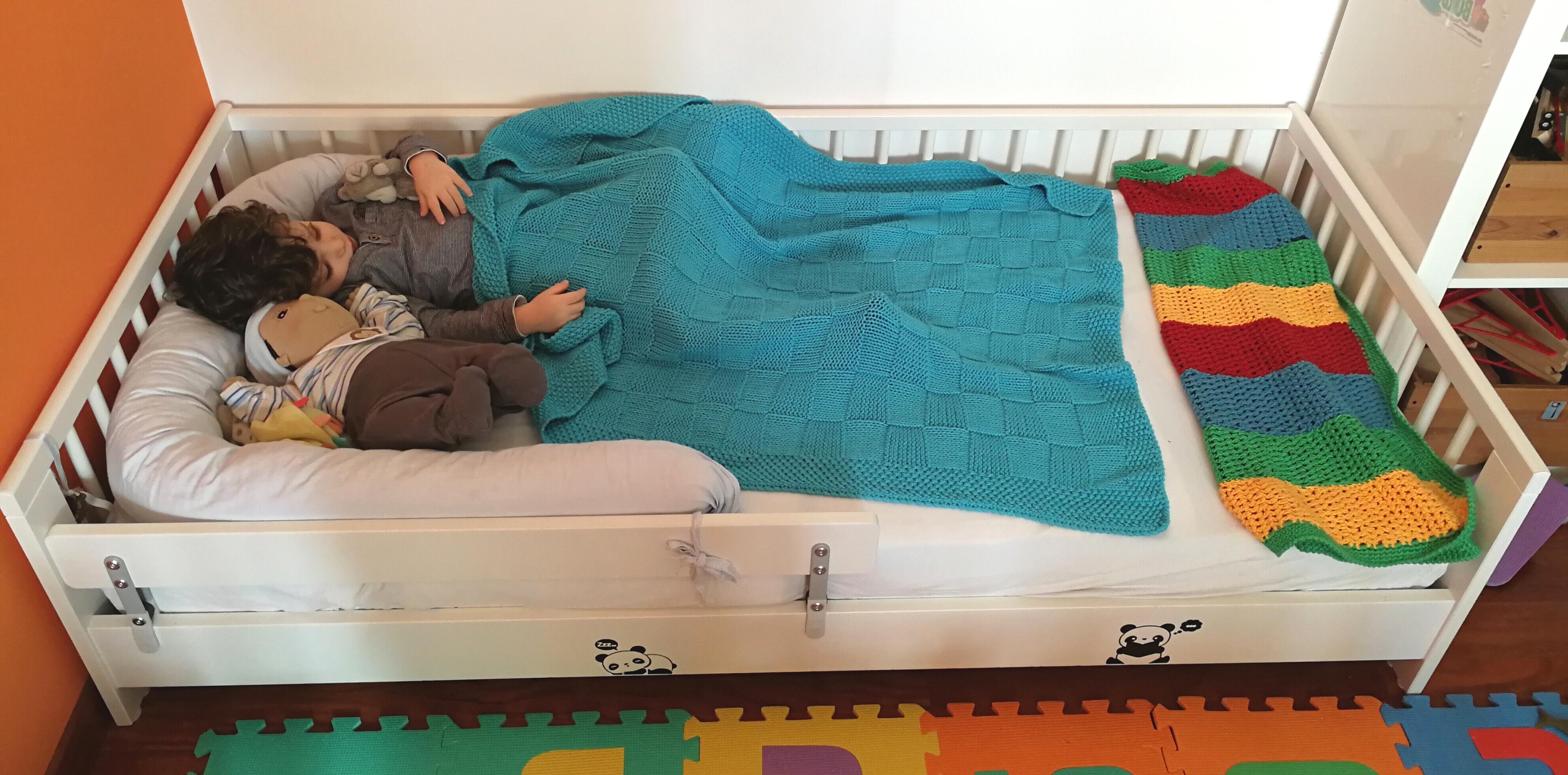 La nanna nel lettino montessori la bottega delle befane for Materassi lettino ikea